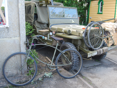 A photograph of a folding paratrooper's bike.