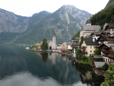 A photograph of Hallstatt, Austria.