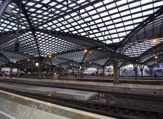 Koeln Bahnhof by Tavaron.