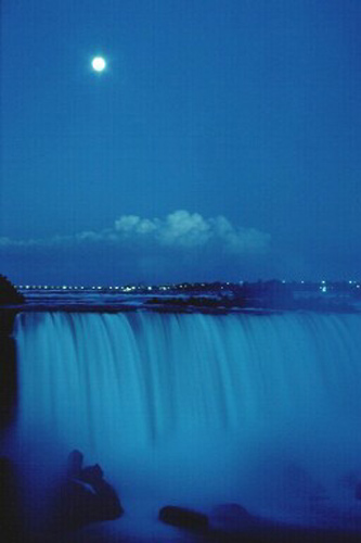 A full moon overlooking the Niagara Falls