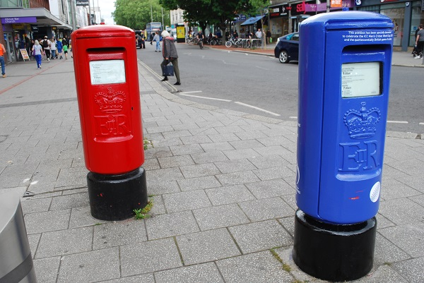 A picture of a postbox painted blue for cricket