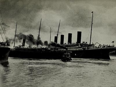 RMS Titanic narrowly averts a collision at Southampton.