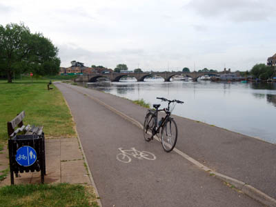 A bicycle on National Cycle Route 23 in Riverside Park, Southampton