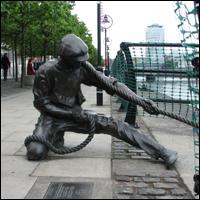 Dublin Statue: Linesman