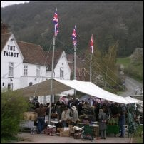 A farmers' market outside a pub in Worcestershire.
