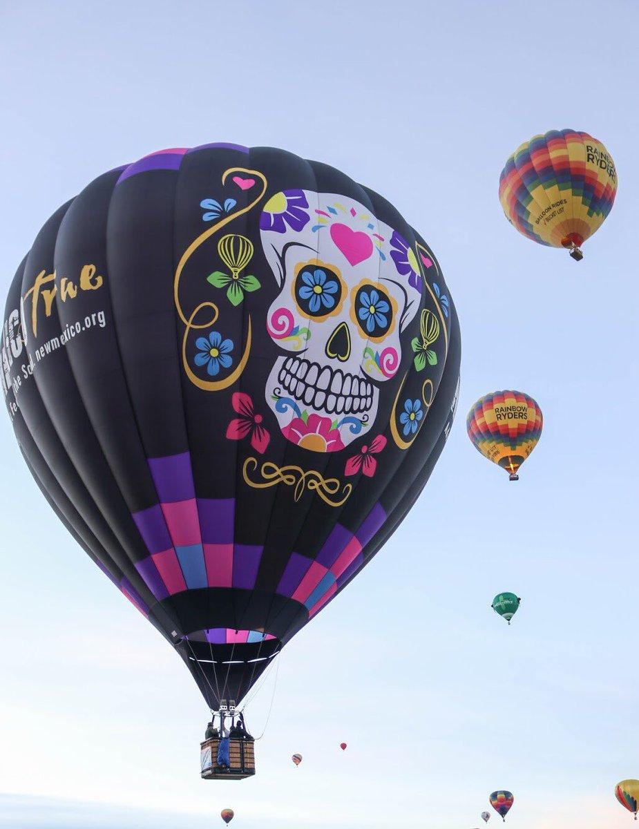 Asteroid Lil's Dia de los Muertos balloon.