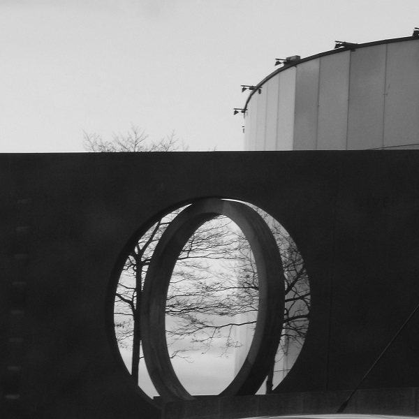 Connections, a Sculpture by Stephen Broadbent, photographed by SashaQ