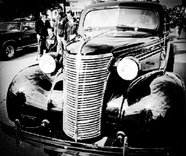 Old Car by Dmitri Gheorgheni