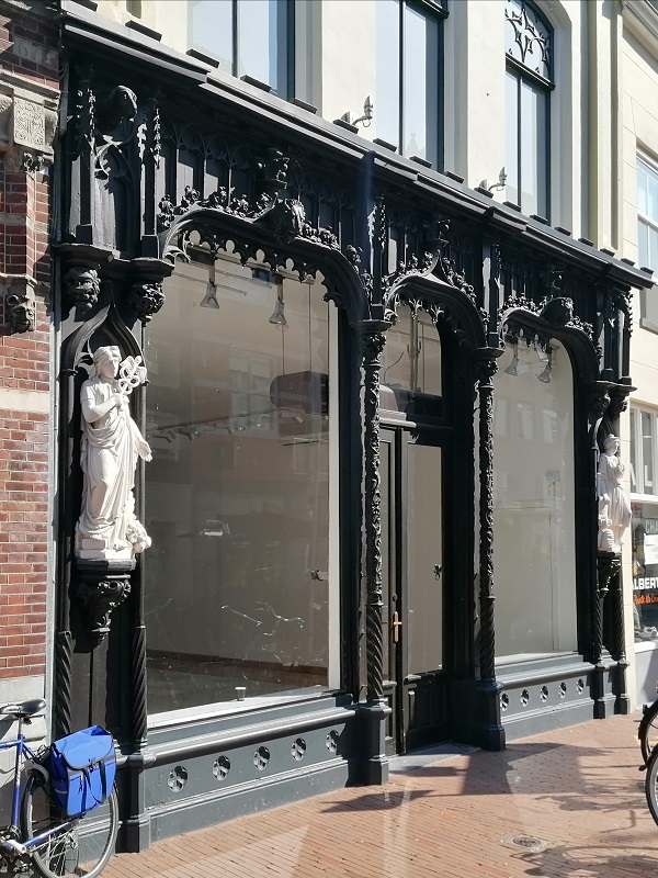 An older building in 's-Hertogenbosch, with an interesting facade that includes statue figures.