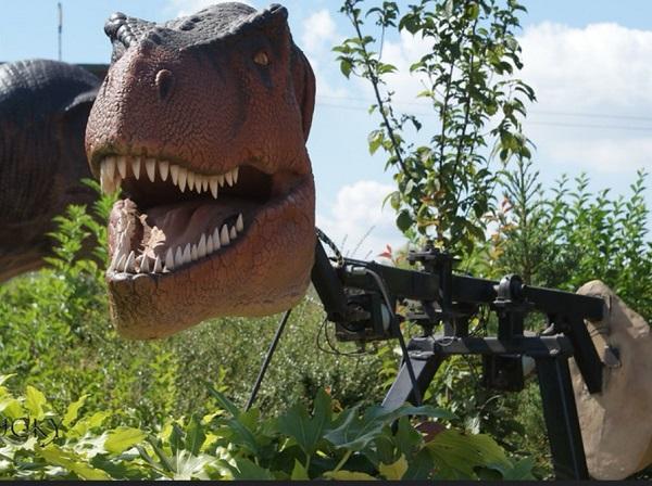 Ferocious, but utterly artificial T-Rex, by FWR.