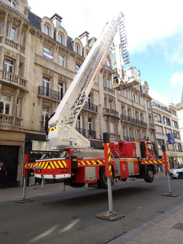 Hovering Fire Truck by Superfrenchie