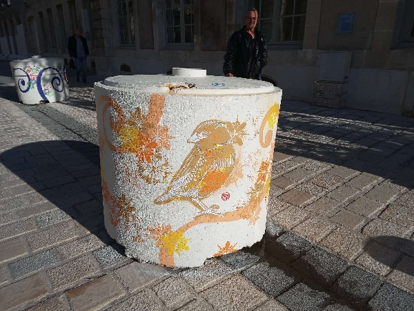 A painted bollard in Nancy with delicate bird, by Superfrenchie.