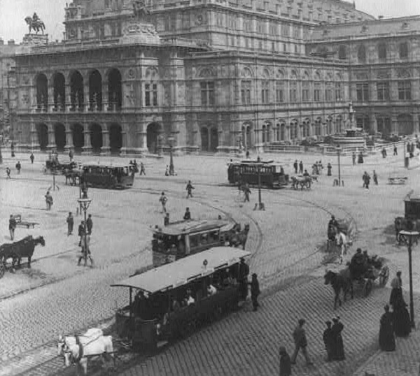 Trams in Vienna in 1898. Nobody stole any that year, as far as we know.