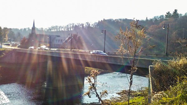 Car on bridge, 17 November, temperature=70F.
