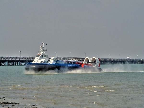 Moving Hovercraft, Isle of Wight by bobstafford
