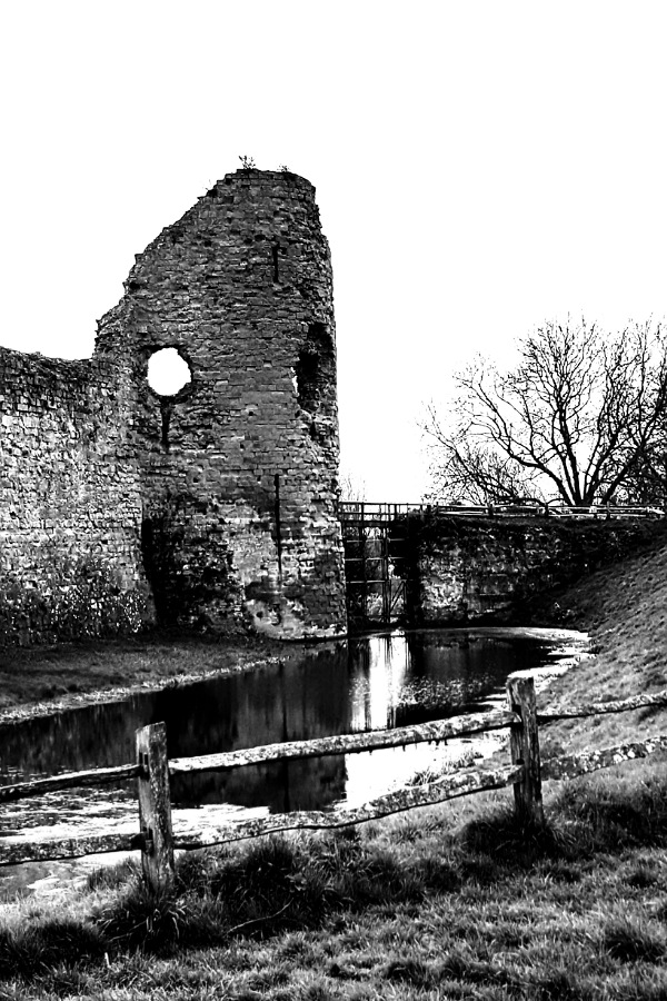 Pevensey Castle by Cactuscafe