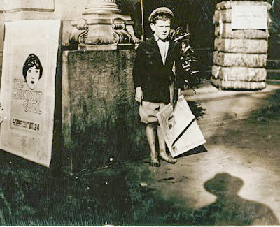 A newsboy in 1914.
