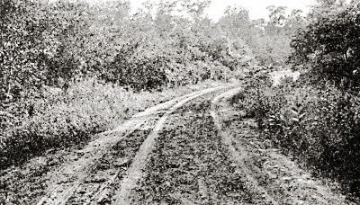 An old road in Iowa in 1909.